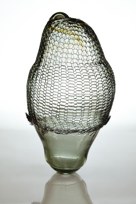 tehnica combinata de metal si sticla pentru un obiect de arta
