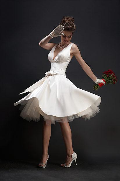 fotomodel in rotire in rochie
