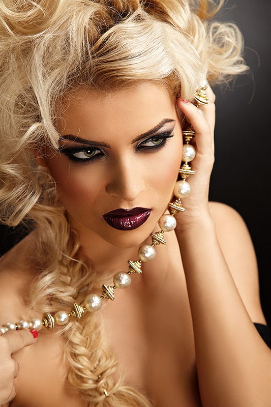 fotomodel cu machiaj beauty Cruella