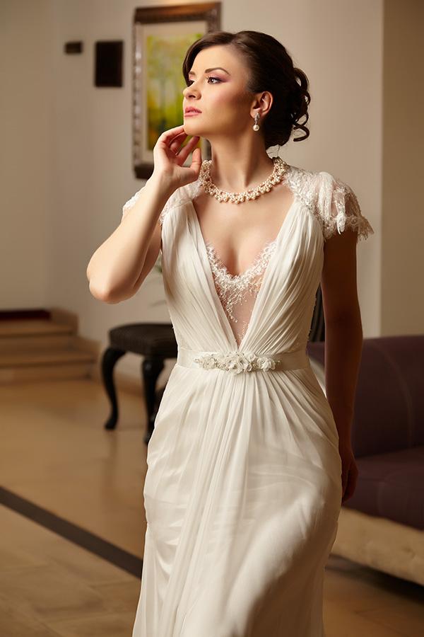 fotomodel in rochie de mireasa de la Ophelia Bridal colectia 2013
