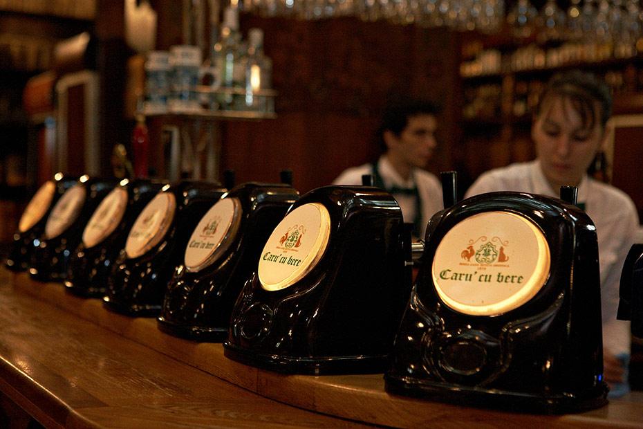 fotografie cu tejgheaua de la Caru cu bere