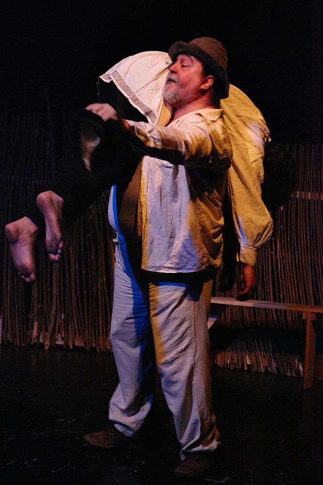scena moroiului in piesa Niste Olteni