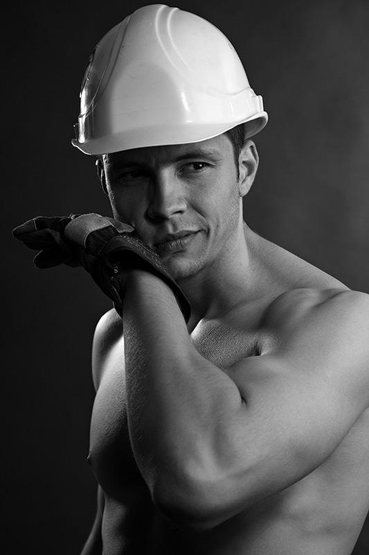 portret constructor cu casca