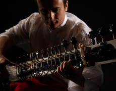 Solist la sitar in studio