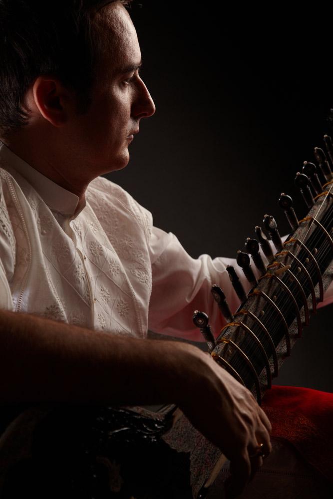 profilul cantaretului la sitar