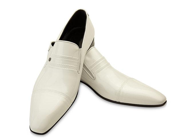 fotografii de produs pantofi barbatesti albi