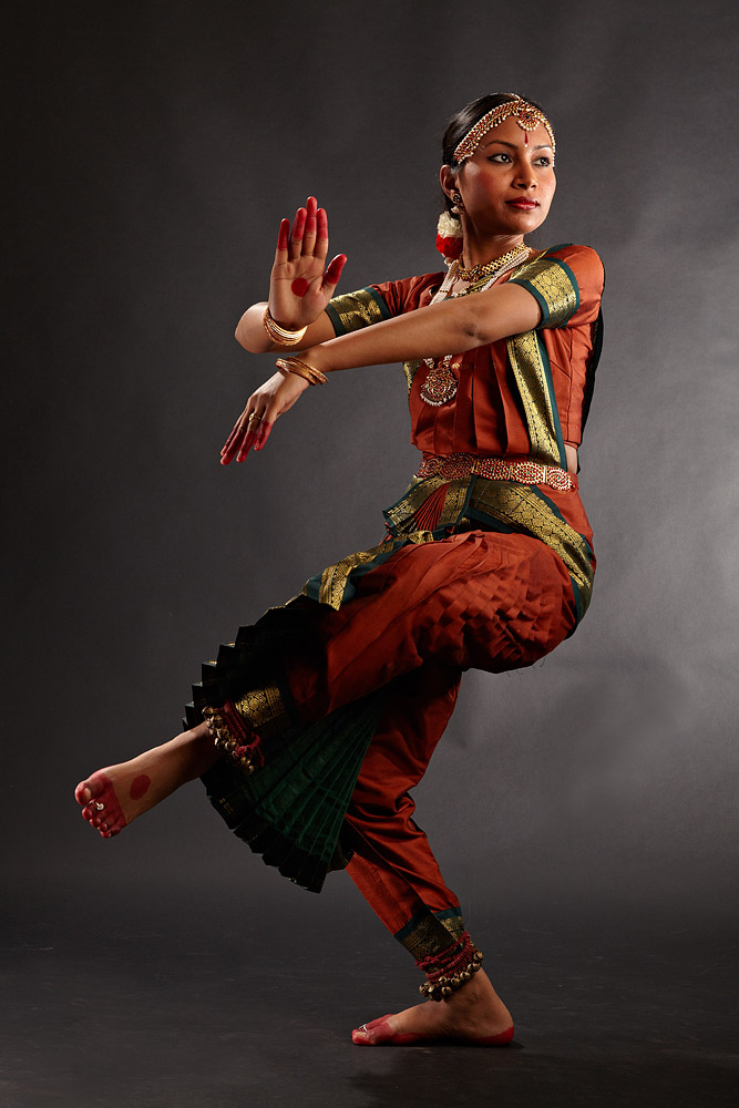 miscare de dans clasic indian