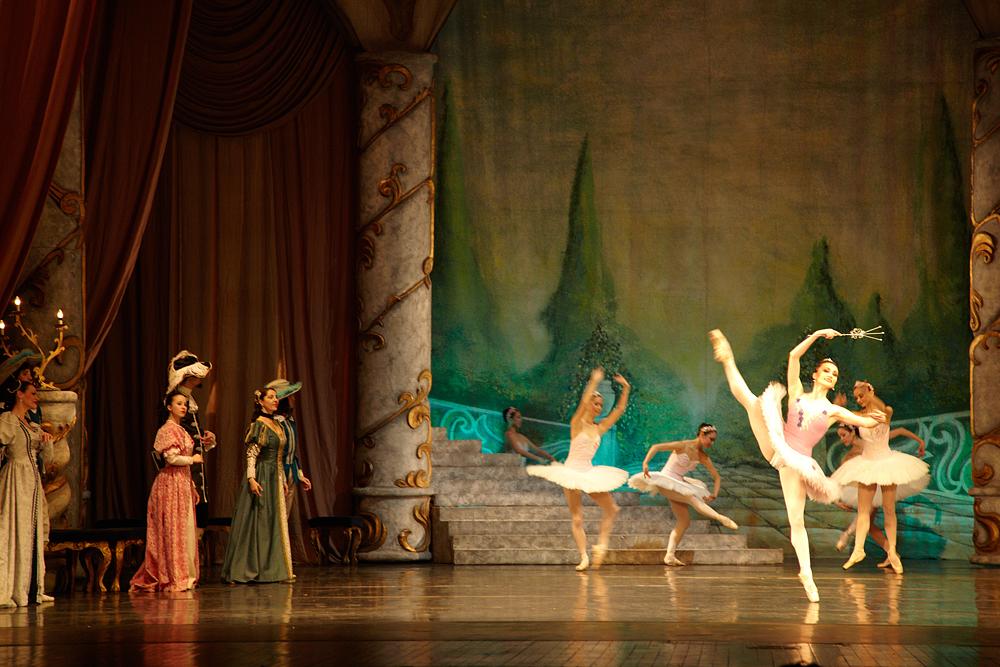 spectacol de balet pe scena Operei Romane