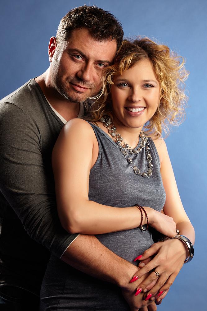 cuplu cu femeie insarcinata