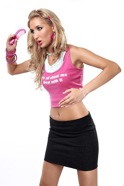 conceptul papusa Barbie executat de fotomodel talentat